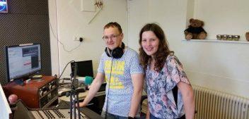Haren FM-presentatoren openen ijsseizoen met signature-ijsje
