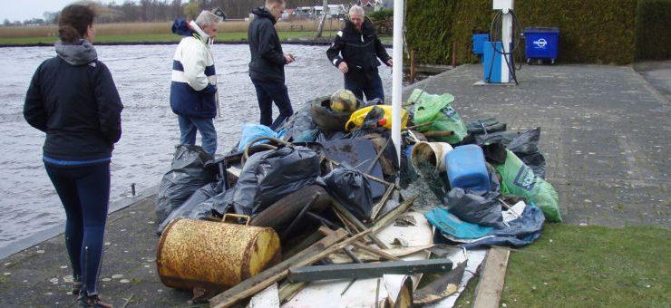 Alle oevers van het Zuidlaardermeer weer schoon