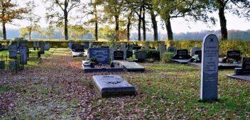 Wie helpt op 14 december met Bladruimen op de Begraafplaats?