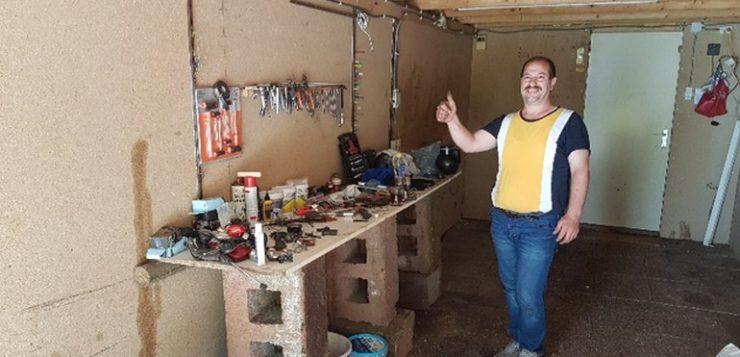 Mahmoud repareert fietsen in Glimmen